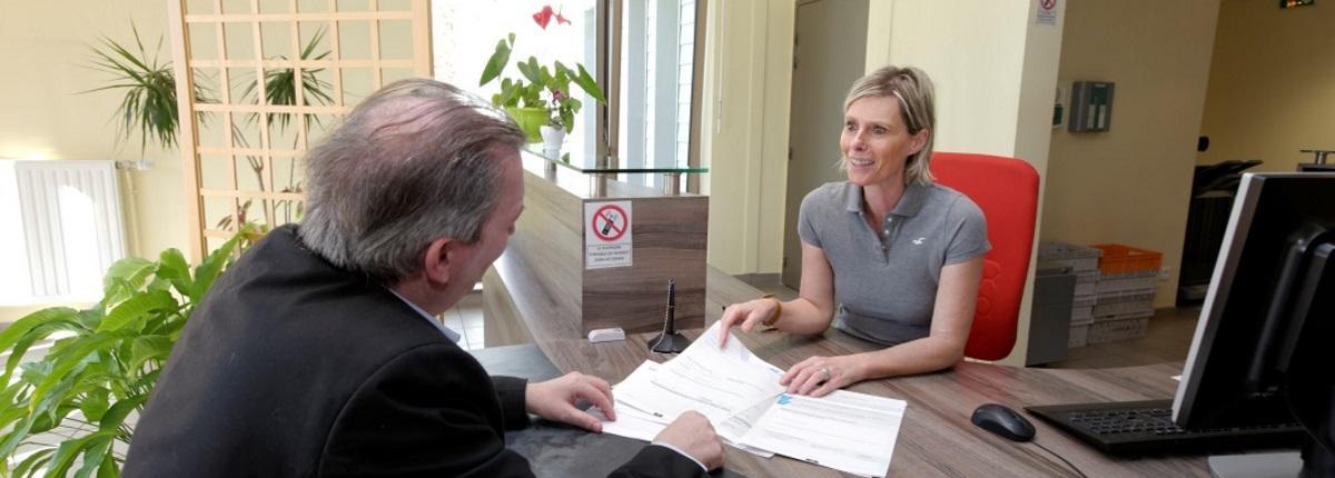 Etape 1 du traitement d'une demande : le dépôt (par voie postale, ou auprès d'un service territorial PA/PH ou directement à l'accueil de la MDPH).