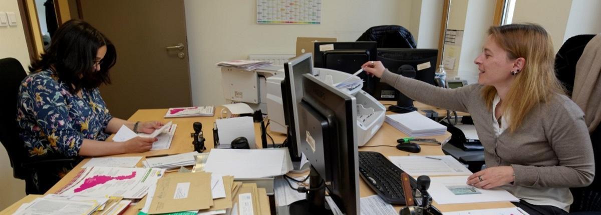 Etape 2 du traitement d'une demande : la numérisation des demandes par des agents de la société Docapost dans les locaux de la MDPH.