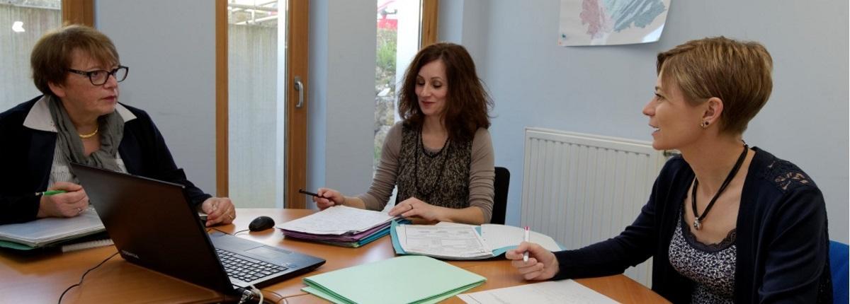 Etape 4 du traitement d'une demande : l'évaluation pluridisciplinaire (médecins, conseillers autonomie, responsables administratifs…).